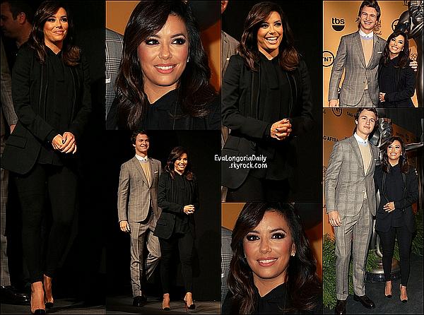 • 11 Décembre 2o14 •  - Los Angeles, Etats-Unis. ✈️ Eva a posté des « Photos d'Elle en Avion » pour se rendre à Dubaï.  Tenue: Lunettes Ray-Ban à 15o¤.