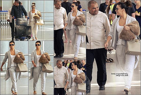 • o3 Mai 2o15 •  - Marrakech, Maroc. ✈️ Eva a été vue au « Marrakech-Ménara Airport ». Tenue: Lunettes Victoria Beckham à 49o¤, Robe Sanctuary, Sac Hermes à 81oo¤ & Tongs Yosi Samra à 5o¤.
