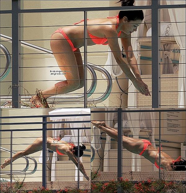 🏬 Puis, Eva & Pepe ont été vus Faisant du Shopping.  o1 Juillet 2015. Miami, États-Unis. Tenue: Eva porte des Sandales Chanel.