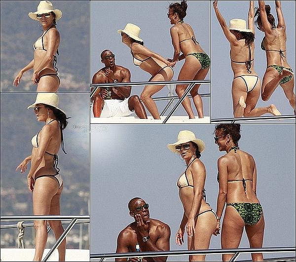 • o8 Juillet 2o15 •  - Italie. 🌴 Eva a posté des « Photos d'Elle & ses amis » sur une Plage d'Italie.