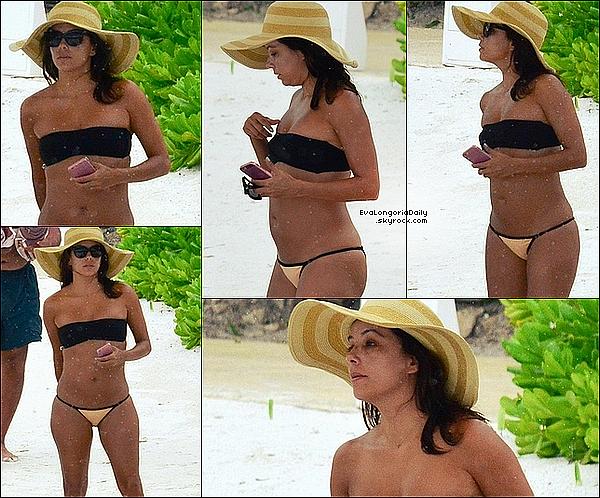 🌴 Eva a Quitté la ville de Cancún.  12 Octobre 2015. Cancún, Mexique.