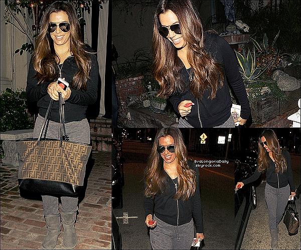 • o7 Mars 2o16 •  - Londres, Angleterre. 🍴 Eva & son amie Victoria Beckham sont allées dîner à « Casa Cruz Restaurant ». Tenue: Sac Chanel à 169o¤.