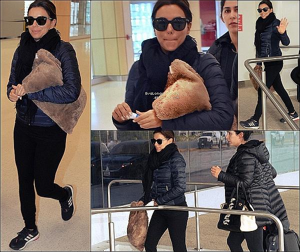 • o7 Avril 2o16 •  - Los Angeles, Etats-Unis. ✈️ Plus tard, Eva a été vue arrivant à « LAX Airport ». Tenue: Lunettes Victoria Beckham à 345¤, Manteau Woolrich à 36o¤ & Baskets Adidas à 95¤.