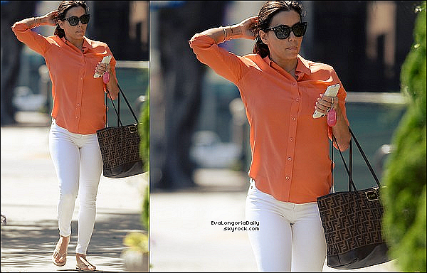 • 27 Avril 2o16 •  - San Antonio, Etats-Unis. 🎥 Eva était sur le « Tournage d'un Shooting » pour sa ligne de vêtements.