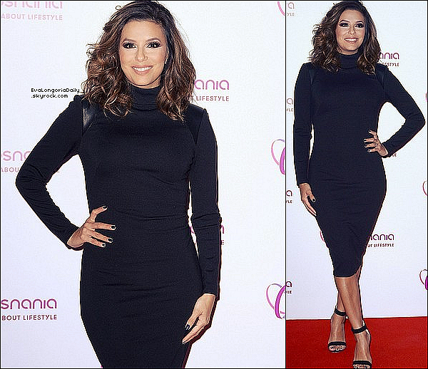 • 19 Octobre 2o16 •  - Poznan, Pologne. ⭐ Puis, Eva a présenté Eva Longoria Collection au « Posnania Mall ». Tenue: Chemisier Eva Longoria Collection à 8o¤ & Escarpins Gianvito Rossi à 69o¤.