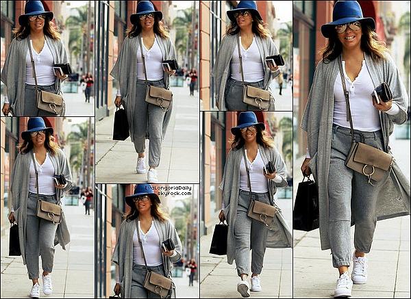 • o6 Décembre 2o16 •  - Beverly Hills, Etats-Unis. 💅 Eva a été vue quittant le « Anastasia Salon ». Tenue: Chapeau Janessa Leone à 175¤, Lunettes Victoria Beckham à 9o5¤, Sac Chloé à 131o¤, Pochette Yves Saint-Laurent & Baskets Adidas à 85¤.