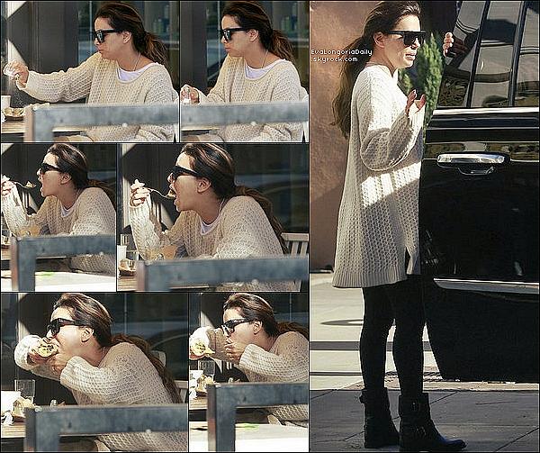 🍴 Eva est allée prendre le petit-déjeuner au Restaurant.  30 Janvier 2017. Beverly Hills - Etats-Unis.