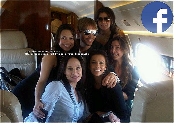 • o6 Novembre 2o1o •  - Los Angeles, Etats-Unis. ✈️️ Eva a pris l'avion pour se rendre aux « MTV Europe Music Awards ». Elle y a emmenée Bonnie Rodezno, Alina Peralta, Maria Bravo & Ken Paves.