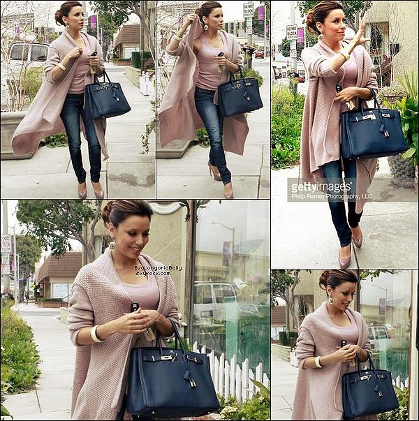 ✴️️ Eva est allée au Chateau Marmont pour le Entertainment Weekly's Party.  26 Février 2o1o. West Hollywood - Etats-Unis. Tenue: Eva porte des Lunettes Chanel & une Robe Juicy Couture.