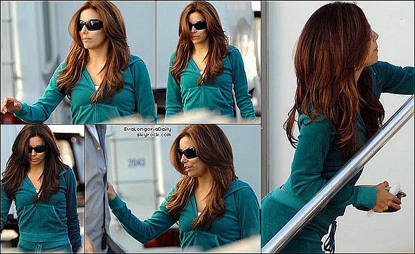 • 17 Novembre 2oo9 •  - West Hollywood, Etats-Unis. 🎥 Eva a été vue sur le « Tournage de Desperate Housewives ». Tenue: Lunettes Chanel, Veste Juicy Couture & Pantalon Juicy Couture.