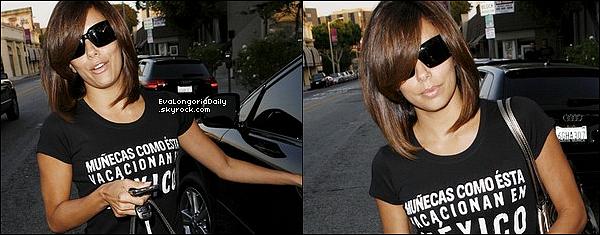 🍴 Le soir, Eva & Tony sont allées dîner au Beso Restaurant.  3o Juin 2oo9. Hollywood - Etats-Unis. Tenue: Eva porte un Sac Valentino Rossi & des Escarpins Christian Louboutin.