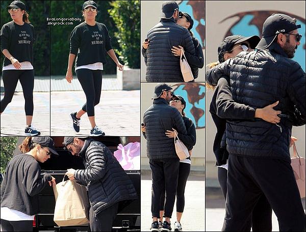 🍴 Eva & Pepe ont été vus quittant un Restaurant.  26 Mars 2o17. Malibu - Etats-Unis. Tenue: Eva porte un Pull Tyler Jacobs à 100¤, un Legging Lulumoon à 80¤ & des Baskets New Balance.