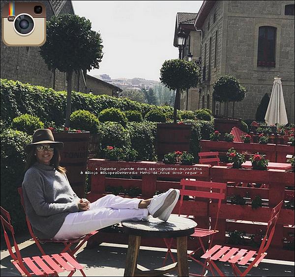 🍇 Eva & Pepe sont allés visiter le Domaine Vinicole Marques De Riscal Cellar.  o5&o6 Avril 2o17. Elciego - Espagne. Tenue: Eva porte un Sac Chanel & des Escarpins Gianvito Rossi à 410¤.