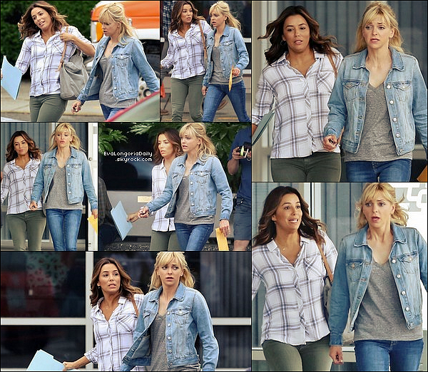 🎥 Eva & Anna Faris ont été vues sur le Tournage de Overboard.  31 Mai 2o17. Vancouver - Canada. Tenue: Eva porte une Chemise Rails à 140¤.