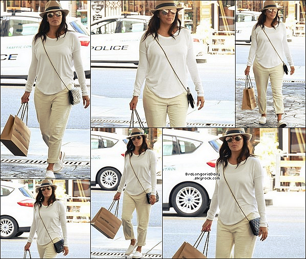  Eva & Pepe ont été vus dans les Rues de Beverly Hills.  o7 Octobre 2o17. Beverly Hills - Etats-Unis. Tenue: Eva porte des Lunettes Victoria Beckham à 405¤.