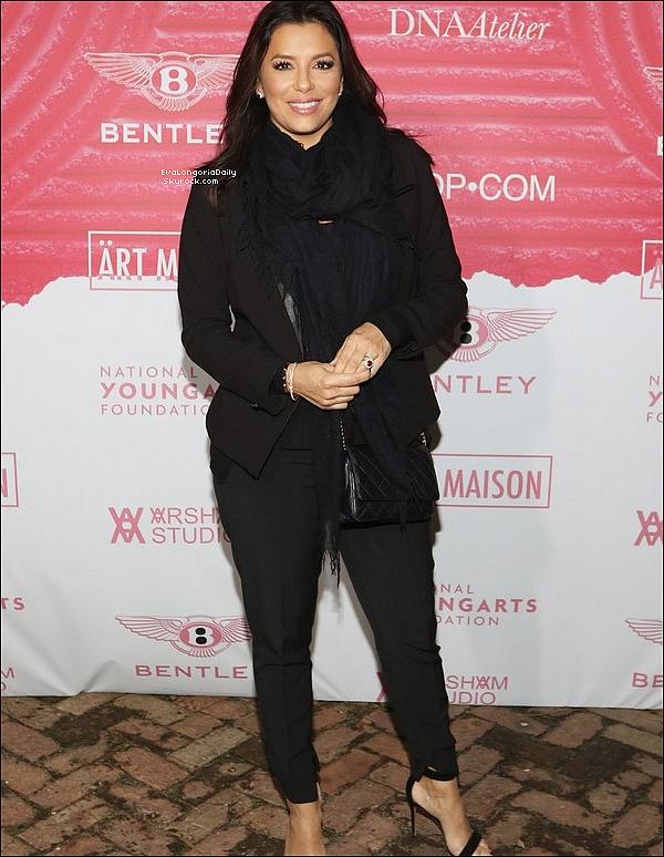 ✴️ Eva est allée au 2017 Art Masion Party pendant le Art Basel à Casa Sueños.  o9 Décembre 2o17. Miami - Etats-Unis.Tenue: Eva porte une Veste Eva Longoria Collection, un Sac Chanel à 1595¤ & des Escarpins Gianvito Rossi à 685¤.