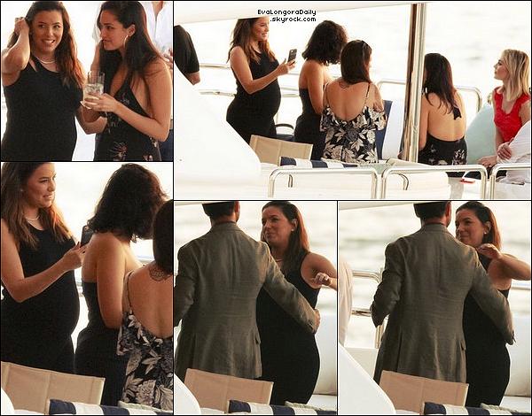 • 14 Mars 2o18 •  - Los Angeles, Etats-Unis. ⭐ Eva est allée à une « Session de Presse » pour son film Overboard. Tenue: Robe Tibi à 345¤.