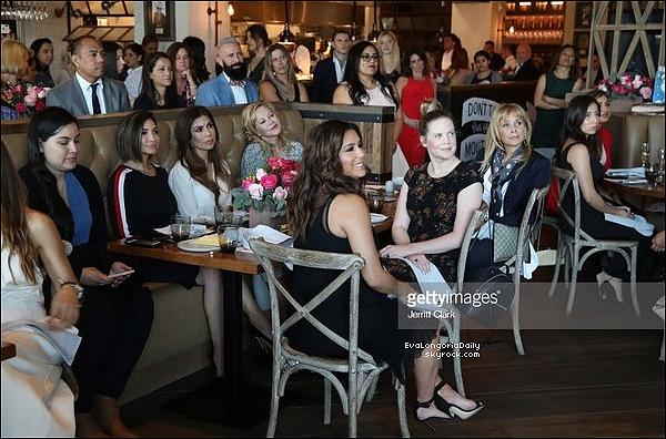 • 17 Mai 2o18 •  - Beverly Hills, Etats-Unis. 💅 Eva est allée au « Anastasia Salon ». Tenue: Lunettes Victoria Beckham, Veste Eva Longoria Collection, Sac Chanel à 157o¤.