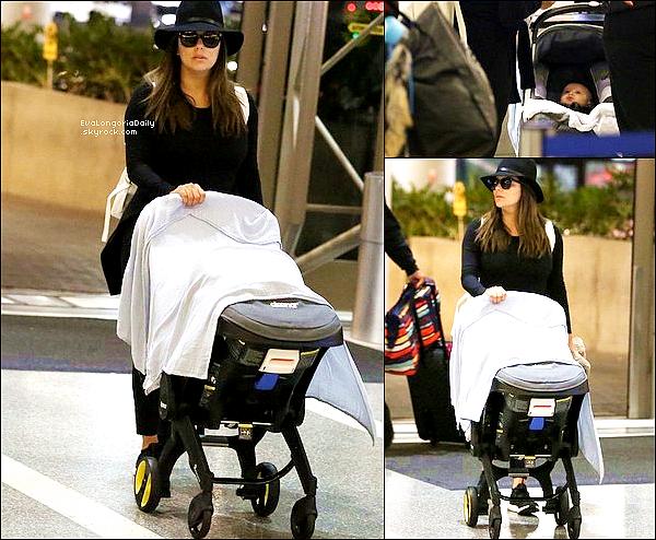 • 14 Septembre 2o18 •  - Brisbane, Australie. 🚶 Eva & Santiago ont été vus en train de « Se Promener ». Tenue: Baskets Adidas.