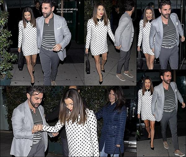 • o4 Avril 2o19 •  - Bevery Hills, Etats-Unis. 🍴 Le soir, Eva & Pepe sont allés dîner à « Mr Chow Restaurant » avec Eugenio Derbez & sa femme Alessandra Rosaldo. Tenue: Pochette Chanel à 56oo¤.