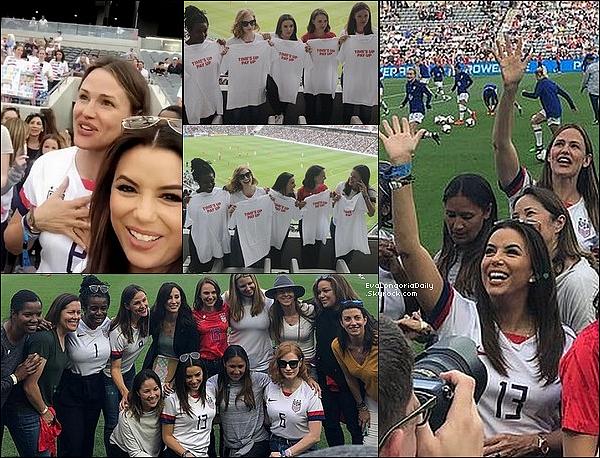 ⚽ Eva ainsi que quelques amies sont allées voir un Match de Football Féminin & en ont profiter pour montrer leur soutien à Time's Up.   o7 Avril 2o19. Los Angeles - Etats-Unis.
