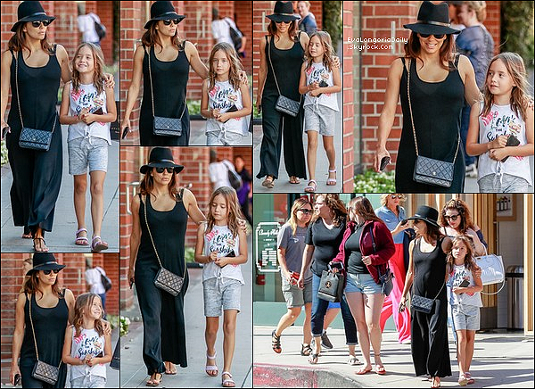 • 21 Juin 2o19 •  - West Hollywood, Etats-Unis. 🍴 Le soir, Eva & sa Maman Ella sont allées dîner à « Ago Restaurant ». Tenue: Sac Hermès à 3715¤ & Escarpins Manolo Blahnik.