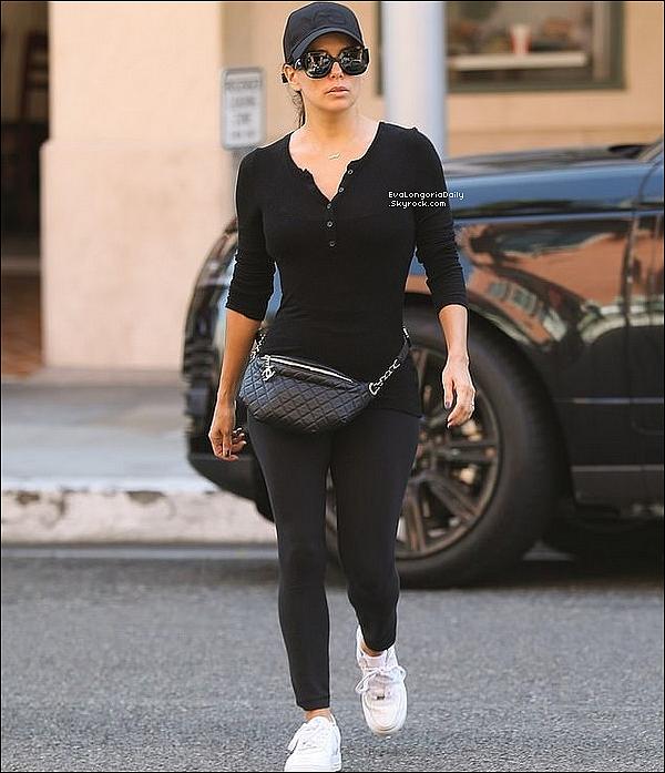• 15 Octobre 2o19 •  - Londres, Angleterre. 🎉 Eva a été vue quittant le « Annabel's Nightclub » pour le « 2019 amfAR Gala Los Angeles ». Tenue: Pull Victoria Beckham à 415¤ & Escarpins Gianvito Rossi à 67o¤.