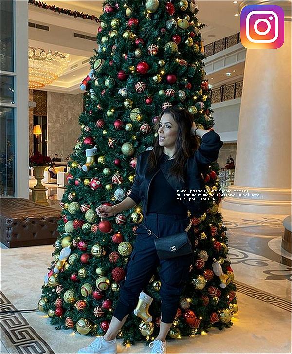 • 19 Décembre 2o19 •  - Dubaï, Emirats Arabes Unis. 📷 Eva a posté une « Photo d'Elle au Waldorf Astoria Hotel ». Tenue: Sac Chanel.