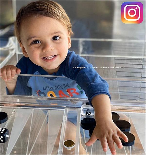 • o4 Mars 2020 •  - Los Angeles, Etats-Unis. 📷 Eva a « posté une Photo d'Elle »  après être allée voter.