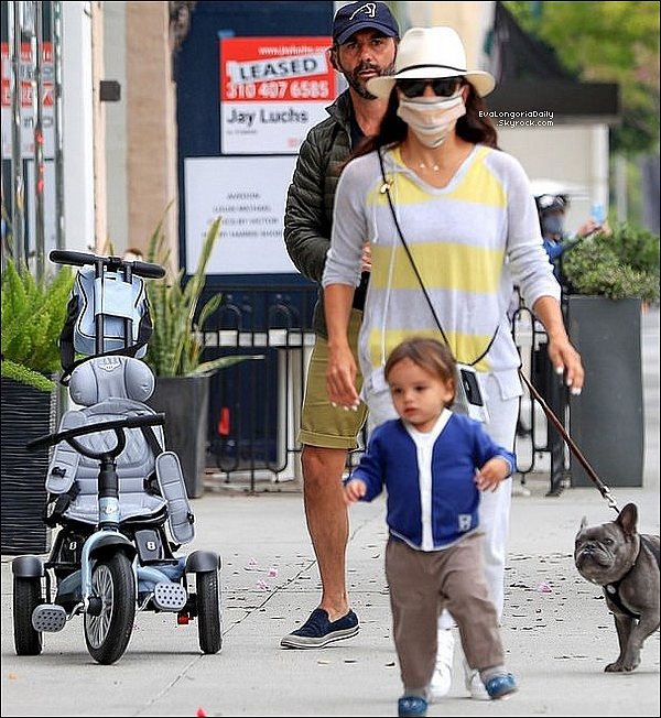 • 1o Mai 2o2o •  - Beverly Hills, Etats-Unis. 🚶♀️ Eva, Pepe & Santiago ont été vus dans les « Rues de Beverly Hills ».