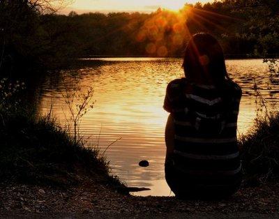 « Un seul être vous manque, et tout est dépeuplé... »
