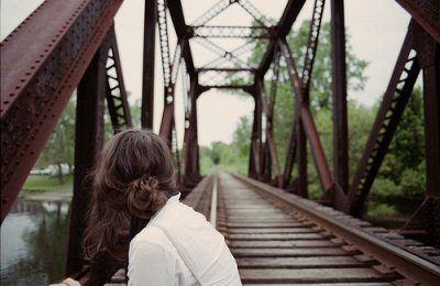 """"""" J'ai passé toute ma vie à attendre que le bon gars se présente et tout à coup t'es apparu. Tu ressembles en rien à l'homme que j'imaginais, tu es cynique et grincheux et impossible. Mais pour être franche, avoir à t'affronter c'est la meilleure chose qu'il me soit jamais arrivé de ma vie, et je crois qu'il y a de très fortes chances pour que je sois en train de tomber amoureuse de toi..."""""""