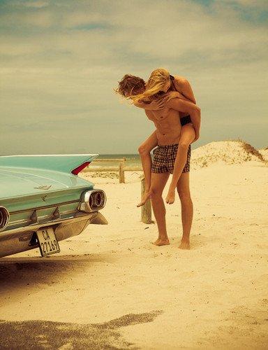 """"""" Si l'amitié doit ressembler à quelque chose, je suis sûre que c'est à cela. Une ligne de force qui vous relie et vous aide à tenir debout. Un sentiment proche de l'amour mais qui a l'avantage de se vivre sans la peur permanent de perdre l'autre."""""""