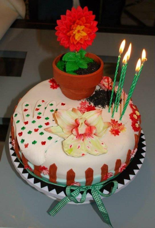 anniversaire des 85 ans de maman qui aime le jardinage et les fleurs quot c est un fraisier a l