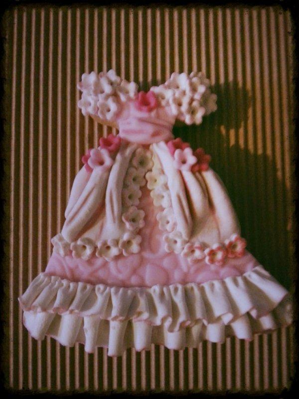 """Biscuit sable decore avec de la pate a sucre """" robe de princesse """""""