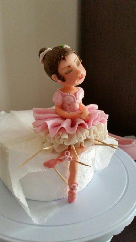 Réalisation d un gâteau sur le thème de la danse classique