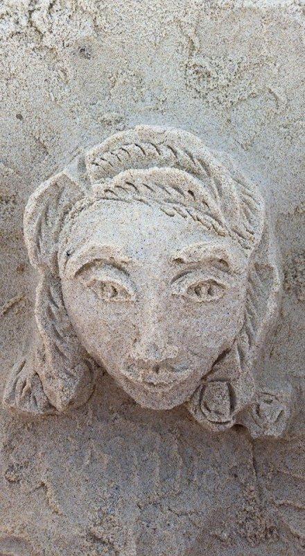 coucou, je me suis amusée sur la plage a faire ce chateau de sable !