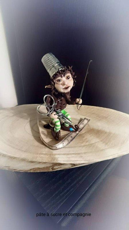 voici ma petite dernière creation, mon petit korrigan en pate fimo sur le thème de la couture
