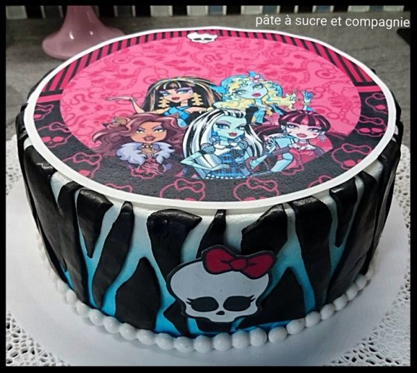 Gateau decoré sur le theme de Monster High