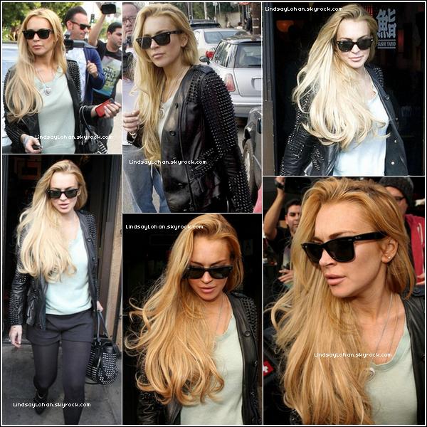 88 07/01/11 - Lindsay sortait d'un restaurant de sushis accompagnée de son assistante dans Los Feliz. 88