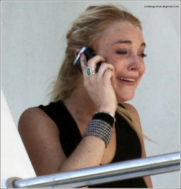 88  Lindsay Lohan s'est vue refuser l'entrée lors d'une soirée hollywoodienne..  88 Dimanche passé, après la cérémonie, Madonna et Demi Moore ont organisé une grande soirée à Beverly Hills dans la demeure de leur célèbre manager Gus Oseary. Alors que les convives se bousculaient au portillon, Lindsay Lohan, dont Oseary, a débarqué. La jeune femme disposait d'un carton d'invitation qui lui avait été fourni par une de ses relations, l'acteur Josh Brolin. Mais le personnel à l'entrée a barré l'accès à la jeune femme. Averti par la starlette, Brolin a tenté d'intercéder en sa faveur mais rien n'y a fait. La porte est restée close. Lindsay Lohan aurait eu ces mots: « C'est trop humiliant ! » 88