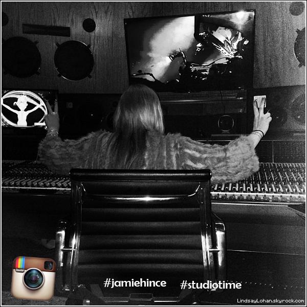 88  Lindsay Lohan, un nouvel album en préparation ?  88  Pour son come back, Lindsay Lohan privilégierait la musique au cinéma et travaillerait avec Jamie Hince du groupe The Kills, en studio d'enregistrement. En effet, l'actrice a posté plusieurs photos d'elle assise près d'une table de mixage sur Instagram, ainsi qu'une photo avec un disque de The Kills, où elle a mis les hashtags #jamiehince et #studiotime. Lindsay a déclaré qu'elle ne voulait plus faire de la musique pop comme avant, mais plutôt se tourner vers le rock. 00000000k hinvoulait plus faire  ce et #studiotime. Lindsay a déclaré qu'elle ne voulait plus fairesique pe et op088Content de ce retour?    88
