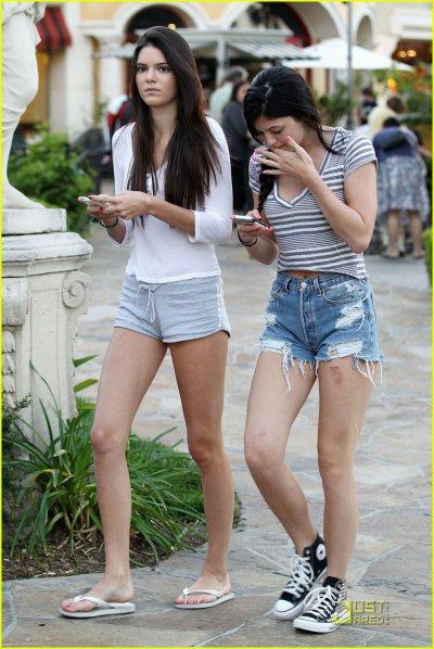 Kendall & Kylie Jenner: Afternoon Shopping