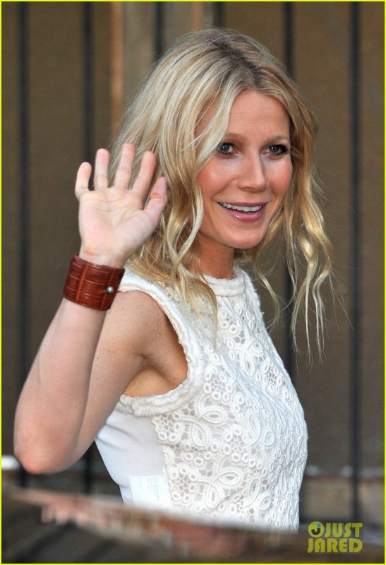 Gwyneth Paltrow: Clinton Foundation Event Host!