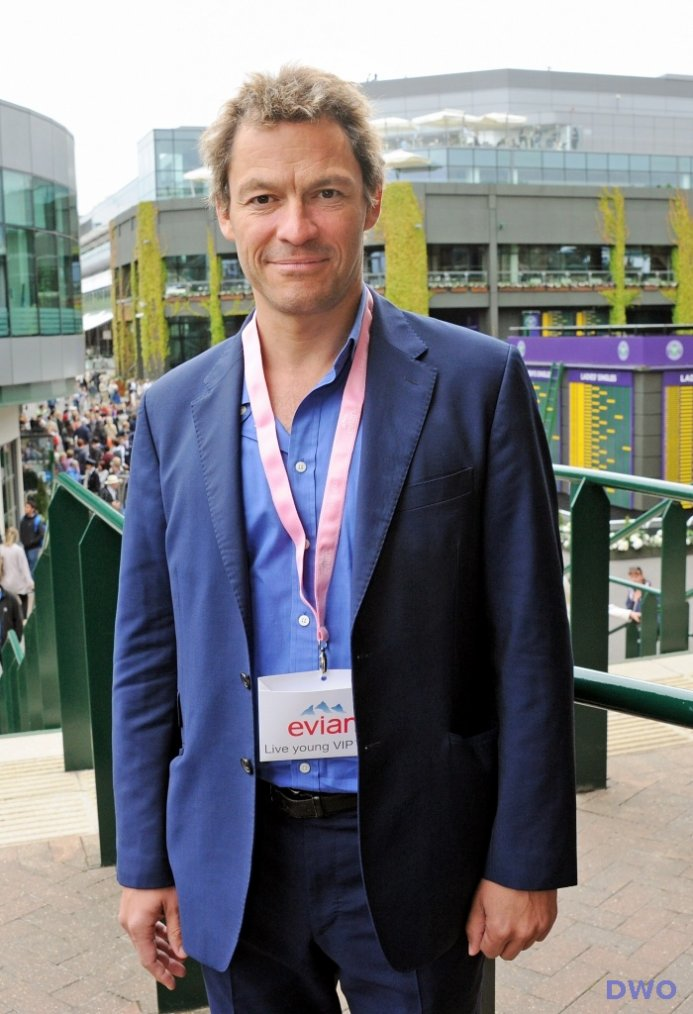 -- Dominic West promotion évian --