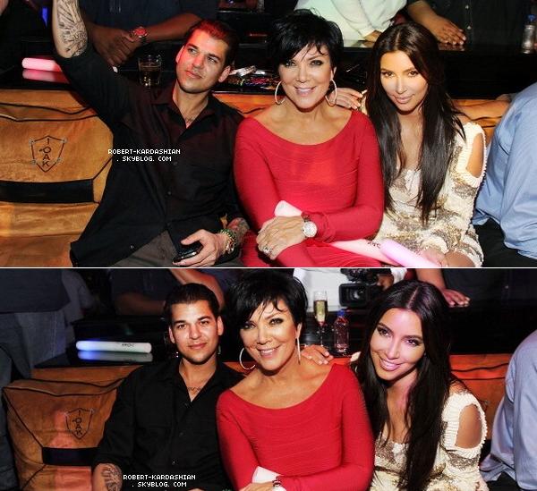 "FRENCH SOURCE OF ROB DASH Rob, Kim, Kylie ,Kendall & Kris  fêter ces 25ans ce 16 mars, a Las Vegas , a l'hotel "" Mirage ""  FRENCH SOURCE OF ROB DASH"