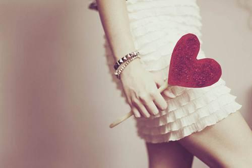 Si vous aimez quelqu'un, dites le lui. Car beaucoup de c½urs sont brisés par des mots jamais prononcés.