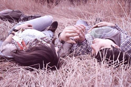 L'essentiel n'est pas d'être avec quelqu'un, Mais d'être avec la bonne personne . ♥