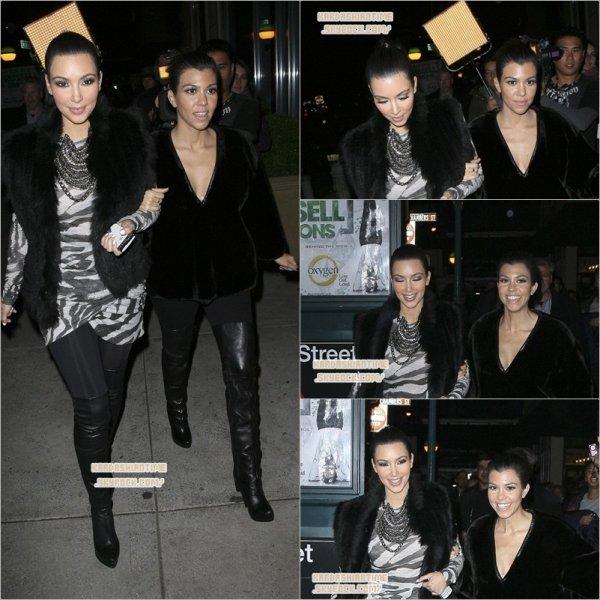 """5/11 - Kim & Kourtney sont allées sortir à New York City pendant ce temps là Kim & Kourtney , sont allées dans leurs hôtel """" Soho"""" . Ils sont ensuite allées à DASH ."""