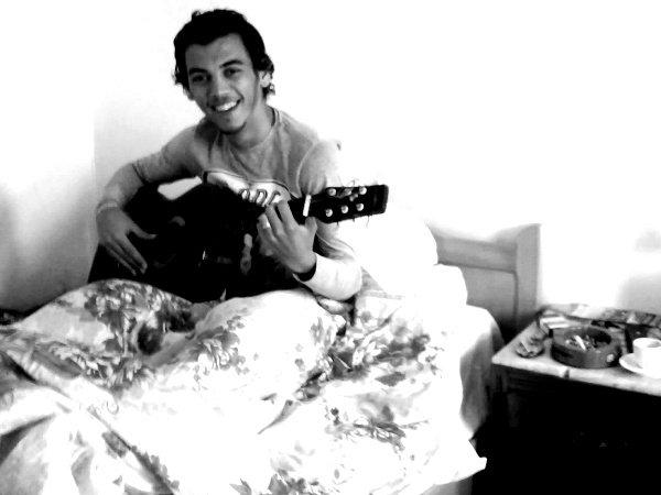 c moi é ma music tou seul dans ma chambre